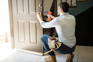 handyman_services_lubbock_replacing_door knob